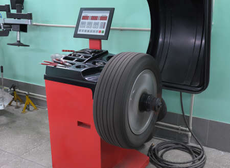 The machine tool for balancing of automobile wheels Banco de Imagens