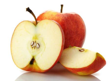 nucleo: El corte y la manzana entera. Una foto detallada de la fruta sobre un fondo blanco