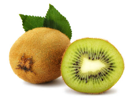 kiwi fruta: Sección de kiwi. Una foto detallada de cerca de frutas exóticas sobre un fondo blanco Foto de archivo