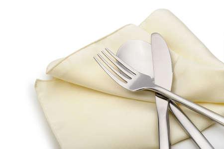 cuchara y tenedor: Cuchara, tenedor y cuchillo en una mentira servilleta. Es aislados sobre un fondo blanco