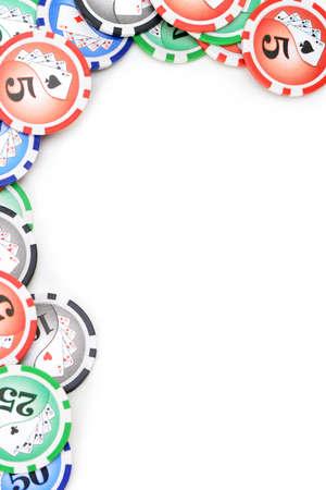 cartas de poker: Fichas de juego en la mano. Aislado sobre fondo blanco