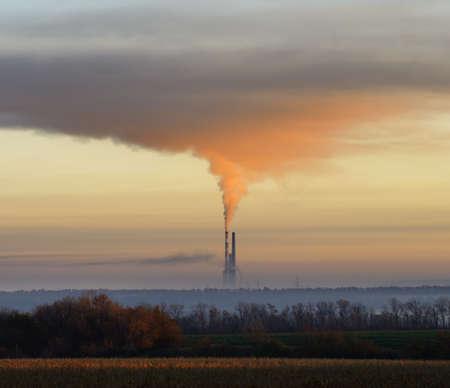 contaminacion ambiental: El humo rojo de las tuber�as industriales. El concepto de la contaminaci�n ambiental