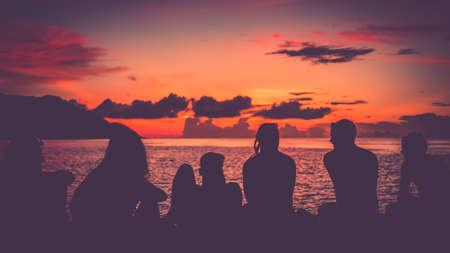 Travelers on Pier, Sunset, Kri Island. Raja Ampat Banque d'images