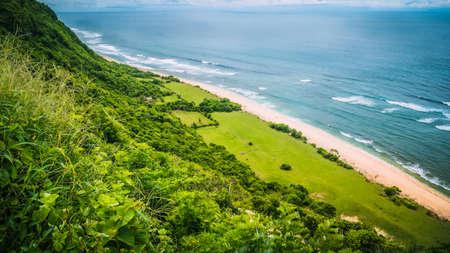 Vogelperspektive der Küste auf Nunggalan-Strand, Uluwatu, Bali, Indonesien Standard-Bild - 75523613
