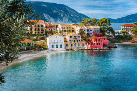 Summer vacation in Greece, picturesque colorful village Assos in Kefalonia Stok Fotoğraf