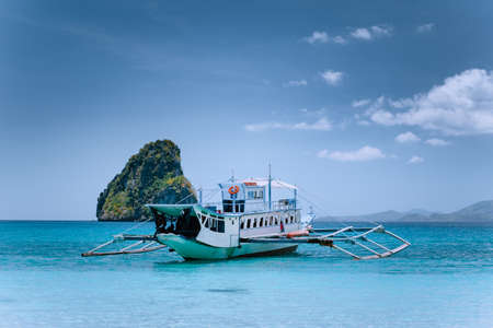 Tourism divers boat in blue cadlao lagoon on island hopping tour, El Nido, Palawan, Philippines Stok Fotoğraf