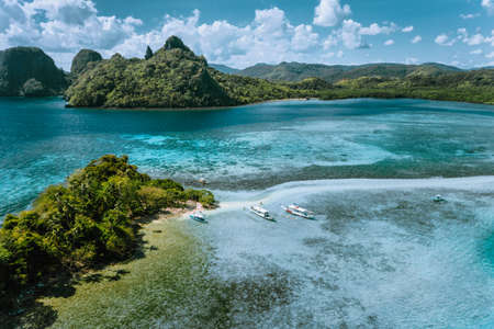 Aerial view of turquoise water and sandbar on tropical Vigan Snake Island, tourist attractions, tour trip El Nido Marine Reserve Park, Philippines Stok Fotoğraf