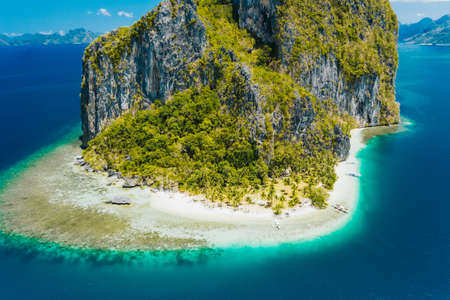 El Nido, Palawan, Philippines. Aerial drone view of impressive Pinagbuyutan Island. Amazing white sand Ipil beach with turquoise blue ocean and coral reef Stock Photo