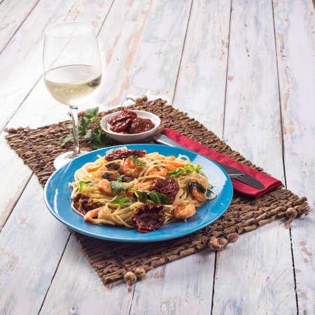 sundried: Spaghetti with shrimps and sundried tomatoes recipe, White wine