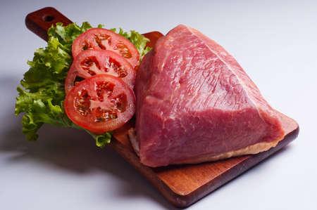 carnes y verduras: solomillo de cerdo con lechuga y tomates
