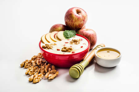 apple and honey: Yoghurt with apple, honey and mint
