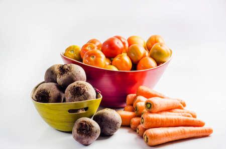 remolacha: Tomate canasta, cuenco de remolacha y zanahorias