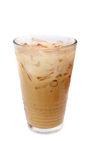 cubos de hielo: Caf� de hielo sobre blanco Foto de archivo