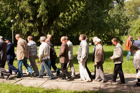 arbol de problemas: People go at a meeting of veterans of aviation college of city of Perm