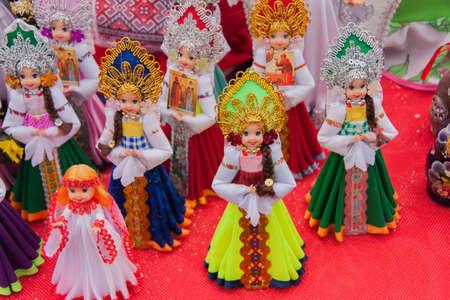 gamme de produit: PERM, RUSSIE - 13 Mars, 2016: stands commerciaux vendant des peluches dans la célébration de Maslenitsa