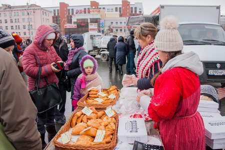 gamme de produit: PERM, RUSSIA - March 13, 2016: People buy fresh pastries, celebrating Shrovetide