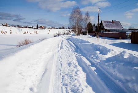 スロボダ、スベルドロフスク地域、ロシアの村の冬の農村風景 写真素材