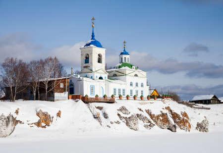 聖ジョージ教会スロボダの村、スベルドロフスク地域、ロシアの冬に勝利
