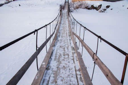スロボダ、スベルドロフスク地域、ロシアの村で中断歩道橋