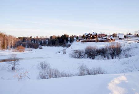 ロシア スヴェルドロフスク地域 Kamenka 村の冬の農村風景