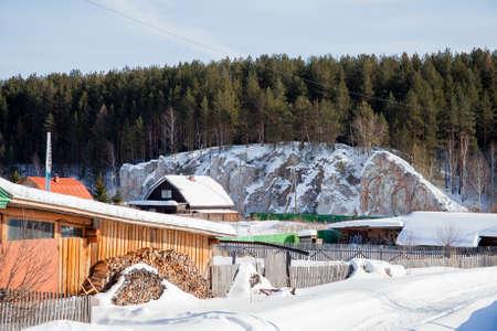 川チュソヴァヤ、スベルドロフスク地域、ロシアの冬の田園風景