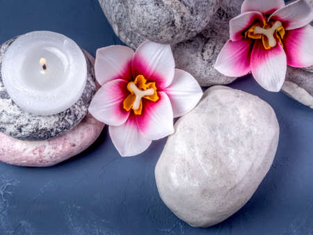 Candle, flowers and a towel. Spa composition Imagens