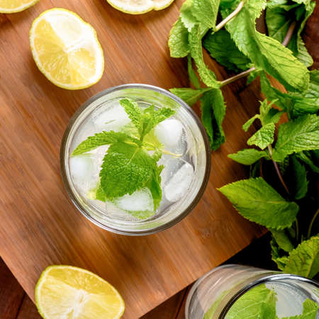 Sparkling summer cocktail or lemonade with lime and mint Stockfoto