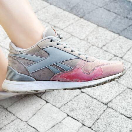 Worn old sneakers on the feet, comfortable and sorry to throw away. Selective focus Stok Fotoğraf