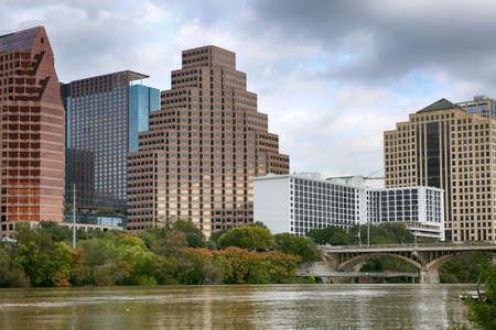 Austin, Texas, November 2018: Austin, Texas, USA downtown skyline on the Colorado River.Austin is the capital of the U.S. state of Texas. It is the 11th-most populated city in the U.S. 新聞圖片