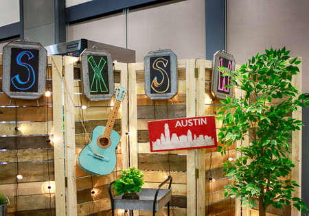 AUSTIN, TEXAS - MARCH 11, 2018: SXSW South by Southwest Annual music, film, and interactive conference and festival. Symbolic decoration at Austin Convention Center. 新聞圖片