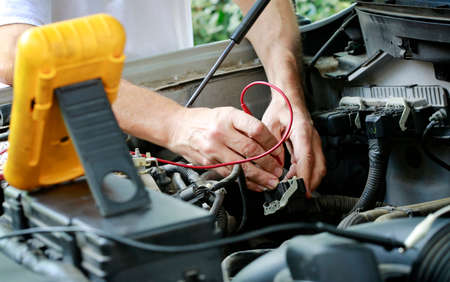 Auto technician troubleshooting electrical problems in cartruck engine 版權商用圖片