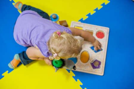 유아 소녀 게임 개발, 초기 개발에서 재생