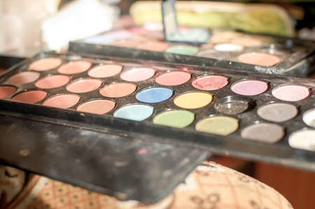 Reticulation shadows and blush with makeup artist