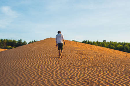 ne: A man lost in the red desert in Vietnam, Mui Ne.