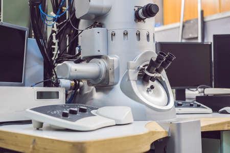 transmissie-elektronenmicroscoop in een wetenschappelijk laboratorium.