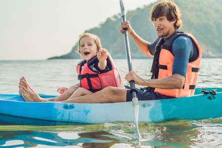 Father and son kayaking at tropical ocean. Travel and activaties with children concept. 스톡 콘텐츠