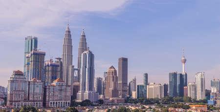 Skyline van Kuala Lumpur, uitzicht op de stad, wolkenkrabbers met een mooie lucht in de ochtend. Stockfoto