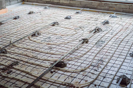 Pipe fitter mounted underfloor heating. Heating system and underfloor heating Imagens