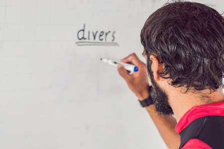 Diver writes a marker on the board Banque d'images