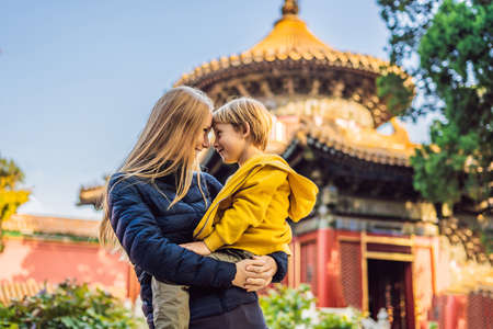 Enjoying vacation in China. Mom and son in Forbidden City. Travel to China with kids concept. Imagens - 115692035