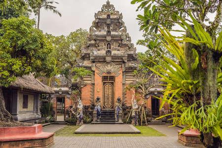 Ubud Palace Puri Saren Agung at Ubud, Bali, Indonesia. Imagens