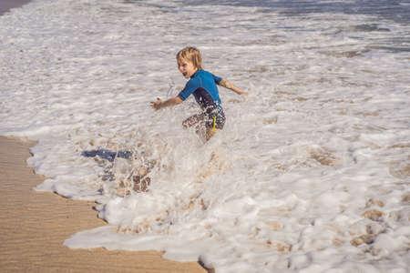 Cute little boy having fun on tropical beach during summer vacation Reklamní fotografie