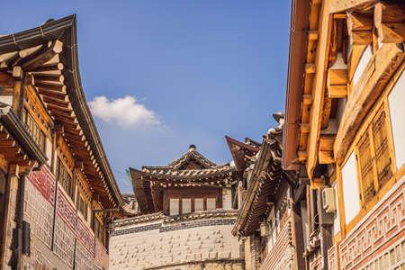 Bukchon Hanok Village est l'un des endroits célèbres pour les maisons traditionnelles coréennes qui ont été préservées Banque d'images