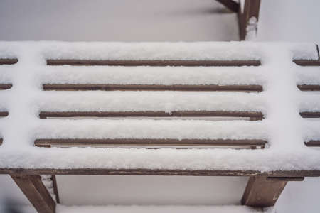 Benches in the winter city park which has been filled up with snow Stockfoto
