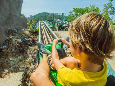 Father and son on the alpine coaster Standard-Bild - 147948703