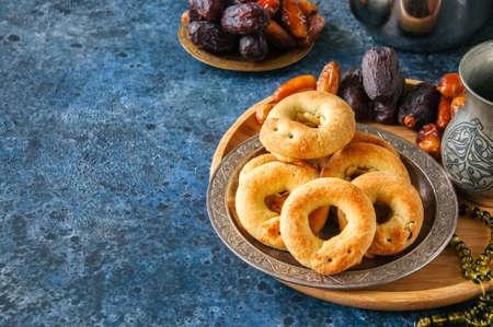 Traditional arabic date ring cookies - kaak bi ajwa, popular cookies for Eid holidays  Stock Photo