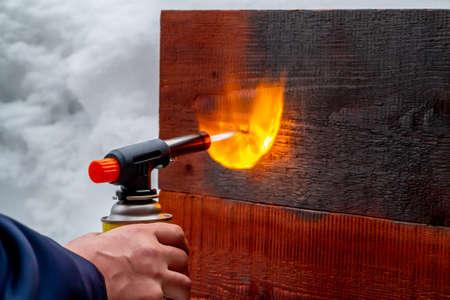 Wood firing using the old Japanese method 版權商用圖片