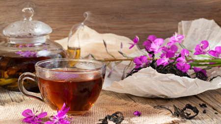 Herbal tea made from fireweed known as blooming sally in teapot and cup. Banque d'images