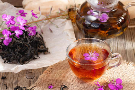 Herbal tea made from fireweed known as blooming sally in teapot and cup Banque d'images