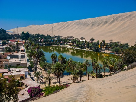Huacachina oasis rounded by sand and dunes, Peru Standard-Bild